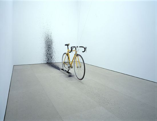 Roman Signer- Fahrrad mit Farbe