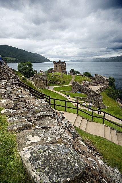 Loch Ness & Urquhart Castle ruins
