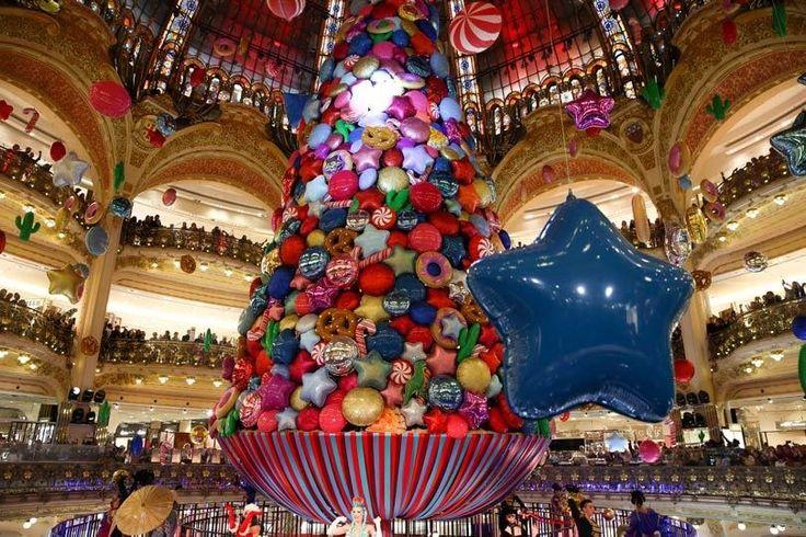 Beth Ditto lance le coup d'envoi de Noël Spectacular spectacular des Galeries Lafayette