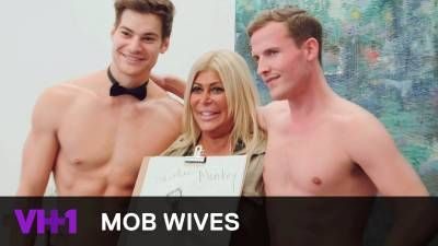 Mob Wives | Big Ang Raiola Cheers Up With Nude Male Models | VH1 -  Click link to view & comment:  http://www.afrotainmenttv.com/video/mob-wives-big-ang-raiola-cheers-up-with-nude-male-models-vh1/