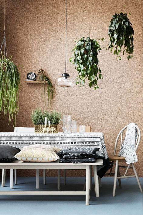 Kurk aan de wand met hangplanten - bekijk en koop de producten van dit beeld op shopinstijl.nl