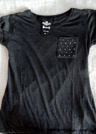 Kup mój przedmiot na #vintedpl http://www.vinted.pl/damska-odziez/koszulki-z-krotkim-rekawem-t-shirty/9759317-basic-koszulka-z-sinsay-rozmiar-m-z-kieszonka-i-srebrnymi-cekinami-wymiary