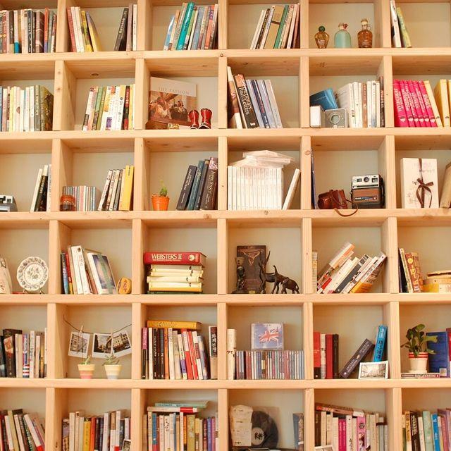 I Da lettore appassionato ad accumulatore seriale di libri il passo è breve. Ecco come organizzare la libreria di casa e risolvere i problemi di spazio.
