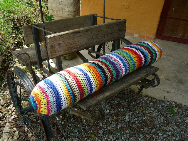 cojin gigante tejido a crochet by Monica Belandria, via Flickr