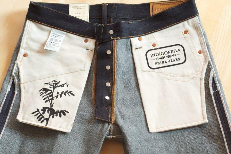 Interior de pantalon de denim. Bolsillos, costuras, botones, etiquetas