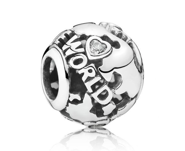 Zilveren Pandora bedel 'De wereld rond' 791718CZ. Opengewerkte zilveren bedel 'De wereld rond', prachtig cadeau voor de wereldreiziger. https://www.timefortrends.nl/sieraden/pandora.html