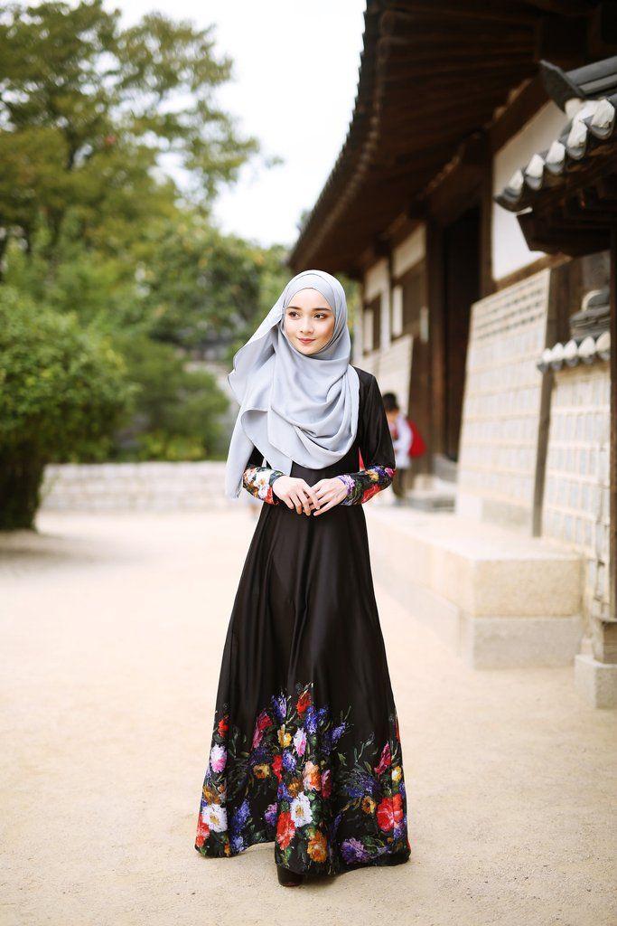 - Fabrics : 100% Printed Italian Valentro / Black + Multi Colour - Princess Cutting - Back Zip Fastening - Wudu' Friendly - Hand Wash - Model is wearing extra