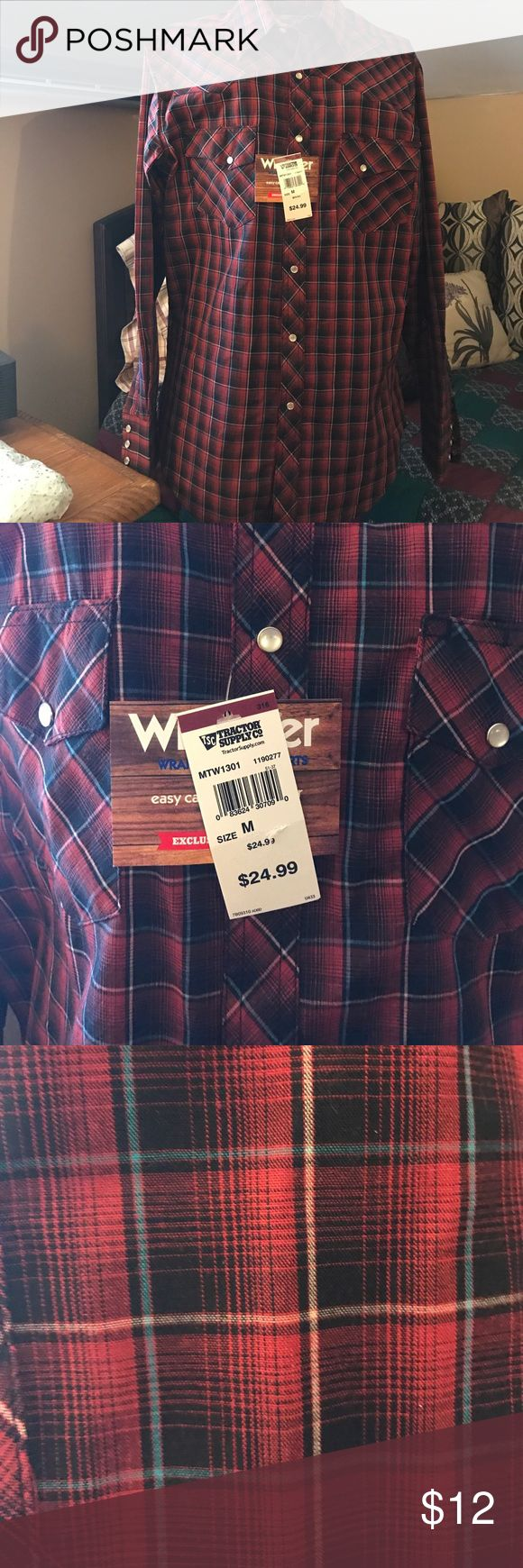 Men's pearl snapped wrangler shirt Men's longsleeve lightweight wrangler shirt with pearl snaps new with tags. Non-smoking home. Wrangler Shirts Casual Button Down Shirts