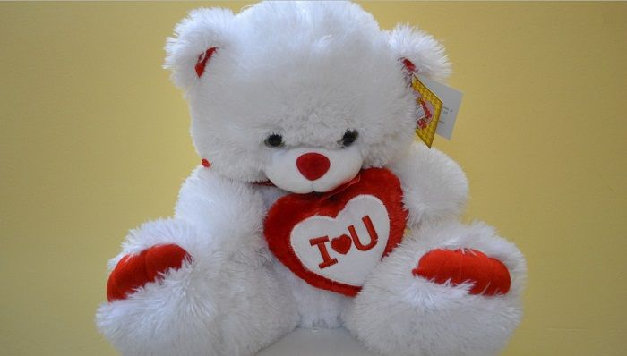 Gift a soft toy to your loved on the occasion of Happy Teddy Bear Day. Get huge free images and whatsapp messages here http://amipsyche.com/happy-teddy-bear-day.html