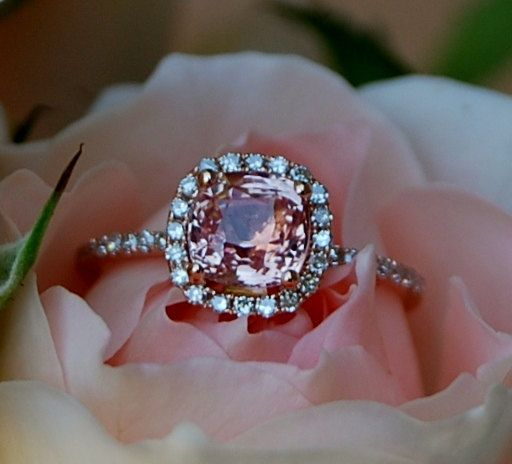 1.56ct Cushion Peach sapphire in 14k rose gold diamond.  Así puedo comprometerme una vez más!!