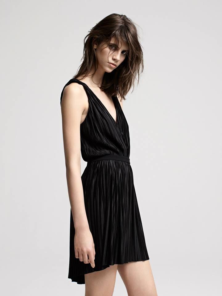 DRASERA Robe plissée fluide / Flowing pleated dress