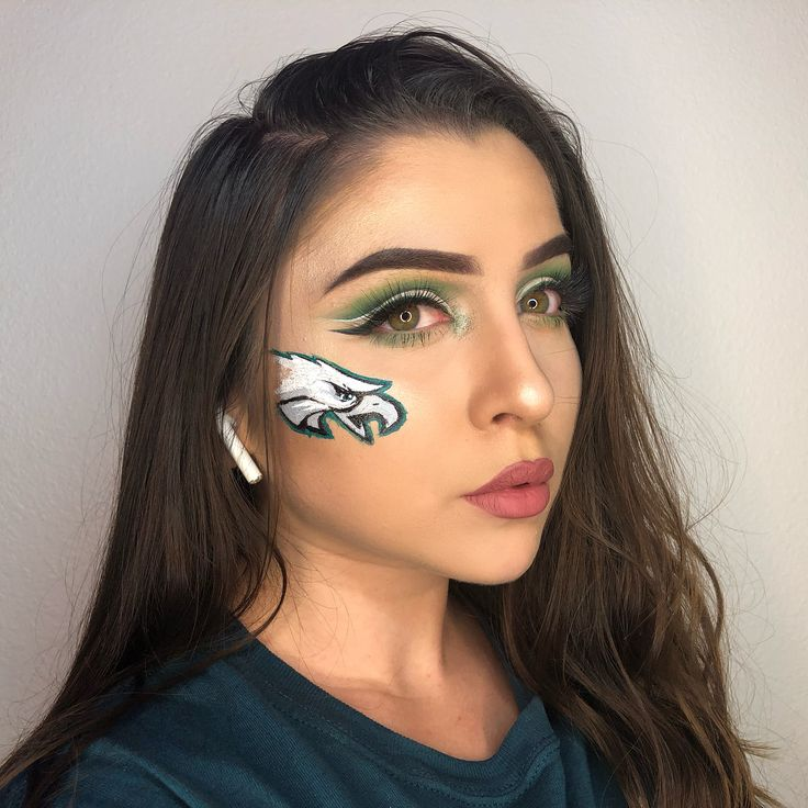Full face @philadelphiaeagles proud  #flyeaglesfly #philadelphiaeagles #eagles #superbowl  Face details:  @anastasiabeverlyhills Pomade (ebony)  @fentybeauty foundation  @benefitcosmetics Hoola Bronzer  @anastasiabeverlyhills moon child glow Kit  Acrylic paint  @maccosmetics Soar Lip Liner  @nyxcosmetics soft Matte lip cream in Cannes  Eye details:  Details: @anastasiabeverlyhills Pomade (ebony) & brow gel Chocolate) @morphebrushes 35B Palette  @bhcosmetics take me to Brazil Palette…