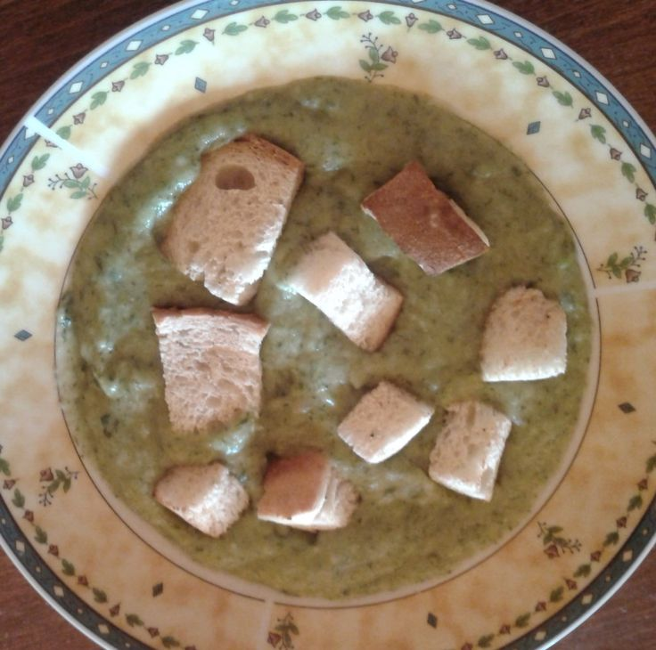 Igazi hagymavarázs, a medvehagyma, újhagyma és fokhagyma ízével. http://receptek365.info/levesek/medvehagyma-kremleves/