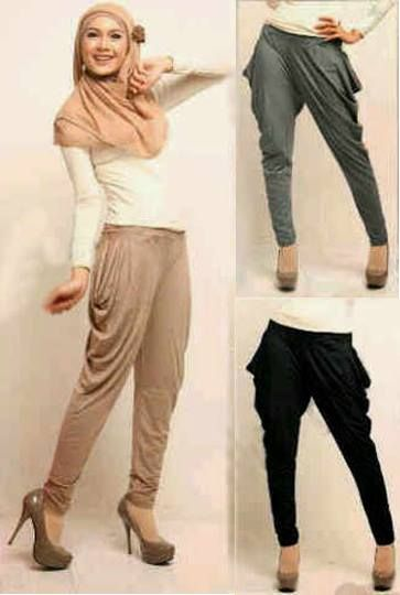 Set hijab Hareem 3in1 Bahan Spandek ( atasan + celana harem + pashmina ) 3 warna: hitam, abu, cream Fit L Harga : Rp. 101500,-/set Kode Produk / Product Code : C2526