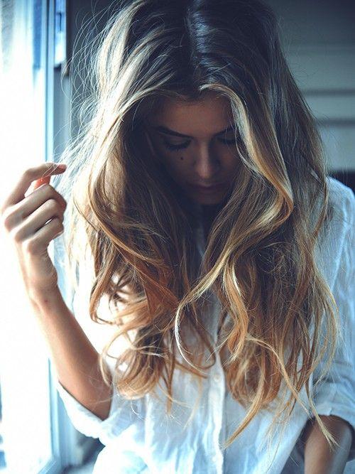Model: Britt Koth. Pretty Summer highlights hair color. Beachy hair.