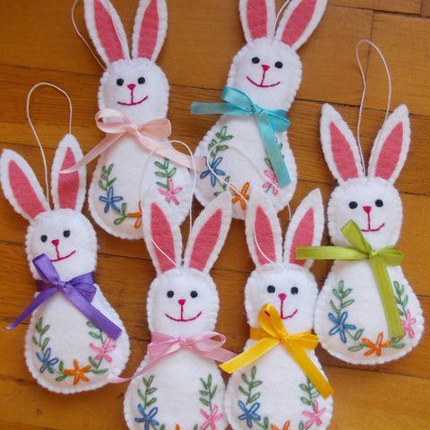 Húsvéti filc dekoráció, 6 db fehér nyuszi, Dekoráció, Otthon, lakberendezés, Húsvéti apróságok, Varrás, Meska
