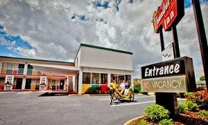 Thunderbird Inn in Savannah, GA, DON'T STAY HERE!