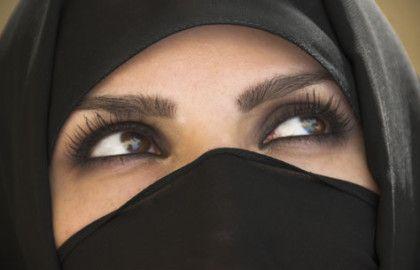 olhos com sombra maquiagem muculmana