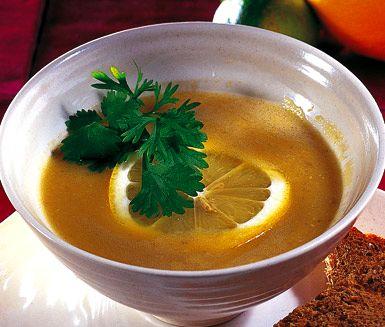 Len och mjuk linsoppa med en fräsch citrussmak. Soppan tillagar du av lök, röda linser, spiskummin och vitlök. Servera gärna linsoppan med bröd och citron samt färsk koriander på toppen.