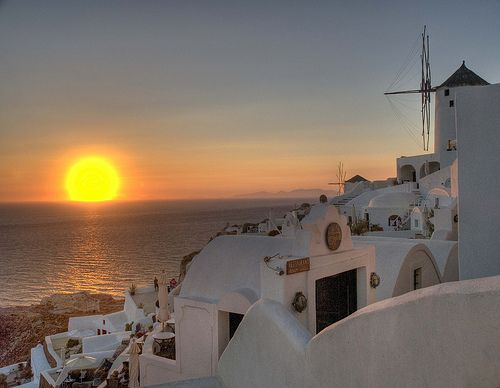 Ooooh Santorini. Words can not describe the sunsets in Santorini.