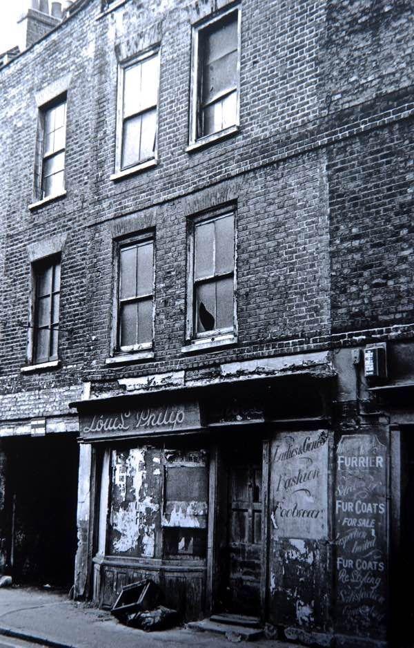 Houses in Hanbury St (now demolished), photo by Dan Cruickshank