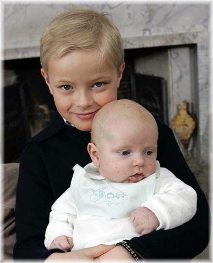 norweski książę Sverre Magnus ze starszym bratem Mariusem Tjessem Høiby…