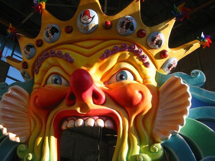 scenografia realizzata da Simone Politi e Priscilla Borri in occasione del 140° del Carnevale di Viareggio posta all'ingresso principale della magnifica Cittadella del Carnevale