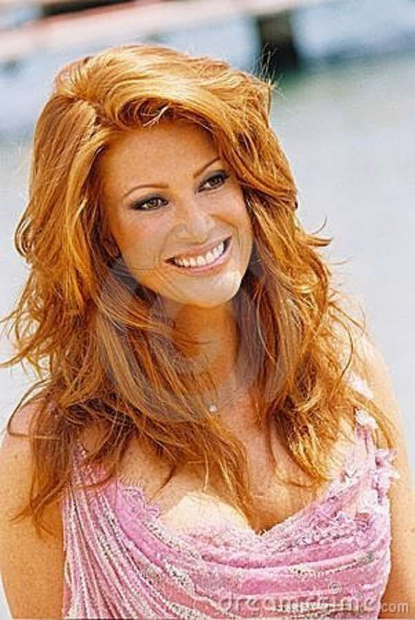 ber ideen zu angie everhart auf pinterest jenny mccarthy rotes haar und rothaarige. Black Bedroom Furniture Sets. Home Design Ideas