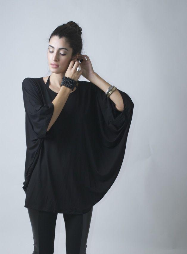 Die Tunika mit weiten Ärmeln sitzt super bequem. Die Bluse hat einen Oversize Rundhalsausschnitt und ist aus seidigem Jersey Material / tunic blouse with oversized round neck made by marcellamoda via DaWanda.com