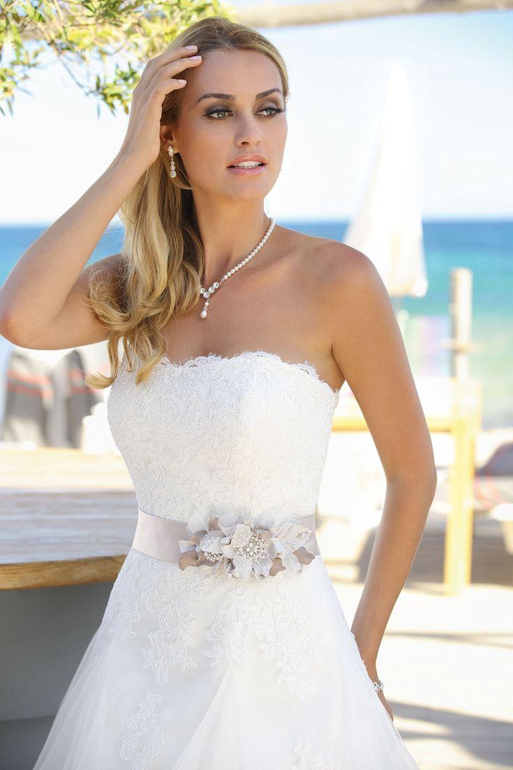 45 best Brautkleid images on Pinterest   Brautkleider ...