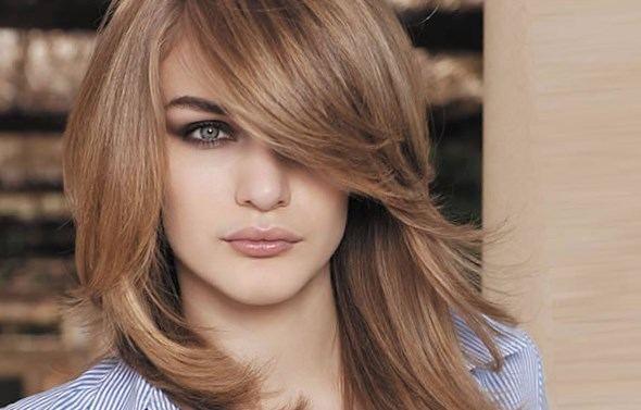 Coupe de cheveux mi long dégradé frange sur le coté - http://lookvisage.ru/coupe-de-cheveux-mi-long-dgrad-frange-sur-le-cot/ #Cheveux #Beauté #tendances #conseils