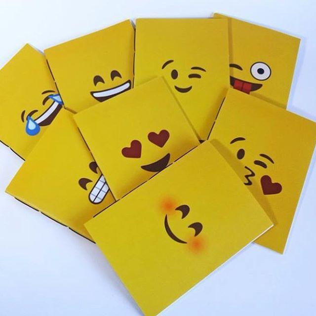 Cadernos Emoji 10x14cm com costura borboleta  #emojis #encadernacao #encadernacaomanual #bookbinding #handmade #costuraborboleta