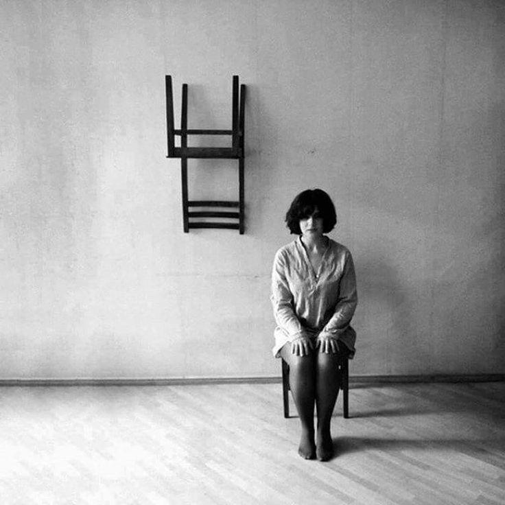 Yalnızlığın simetrisi , içimde kendim bile yokum.  #yalnızlık #simetri #içimde #kendim #bile #yokum #siyahbeyaz #evrene #mesaj #fotoğraf #zamanı #durdurmak #sanat #resim #kadın #adam #asılı #kaldık #umutlara #franzkafka #kafkaokur #kitap #edebiyat #içses http://turkrazzi.com/ipost/1520414969278983691/?code=BUZmVvrD24L