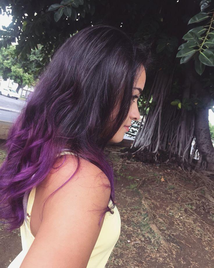 Ma dernière coiffure !  J'ai osé le VIOLET !  J'ai les cheveux bouclés et noir de base, j'avais déjà les cheveux décoloré au sur les pointes, j'ai rallongé la décoloration pour mettre le violet, car le violet n'as pas d'affinité et donc a du mal a se colorer sur les cheveux foncé.  Et aussi petit point, les couleurs sauf les teintures blond/marron, s'enlève progressivement.