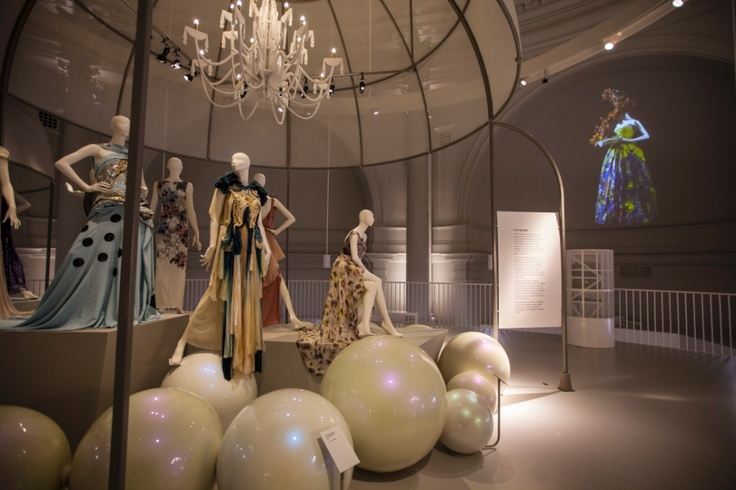 Creative use of projectors at the ballgown exhibit to life at the Victoria and Albert Museum! projectors by projectiondesign and the project was done by Electrosonic!