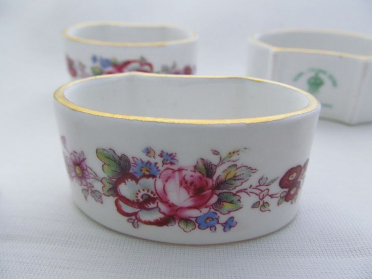 This is a very nice set of four napkin rings in fine china by the crown derby factory, they all are the same and have no cracks or chips  Includes 6 one has a crack