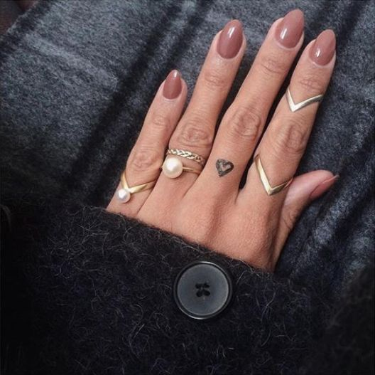 Please take a moment to admire the perfect ring combination ⭐️ via: @daniellesiggerud #janekoenig #janekønig