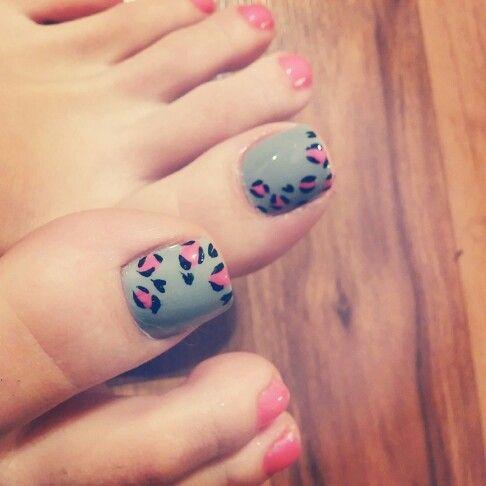 Neon pink and grey cheetah print toe nails for summer