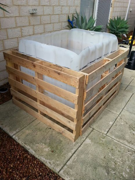 Pallet pool-Picture of Constructing the frame and fixing down edges of the liner