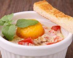 Œuf cocotte sur lit de tomate au chèvre Weight Watchers – 4 PP : http://www.fourchette-et-bikini.fr/recettes/recettes-minceur/oeuf-cocotte-sur-lit-de-tomate-au-chevre-weight-watchers-4-pp.html