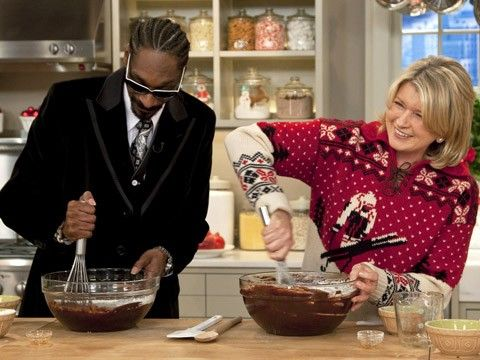 Rapper Snoop Dogg joins Martha in the kitchen to make brownies and rap about baked goods on the Christmas Cookie Show.