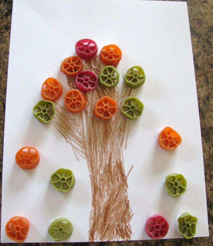 Fall tree with noodles: Wagon Wheels, Fall Crafts, Handprint Fall, Kids Crafts, Pasta Fall, Wheels Pasta, Fall Trees, Falltreesleav Themed, Wheels Handprint