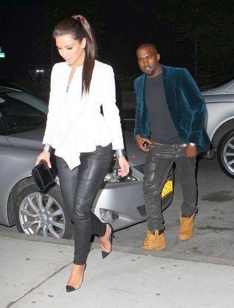 Kim Kardashian şi Kanye West, SEX ORAL în mașină? Când coboară, ea zâmbește pervers, el e cu panalonii în vine!  http://www.libertatea.ro//detalii/articol/kanye-west-kim-kardashian-ies-masina-ea-zambeste-pervers-el-pantaloni-vine-391483.html
