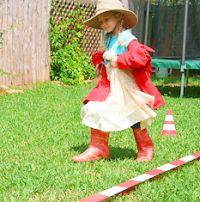 klassische Kinderspiele und Geburtstagsspiele Klamottenwettrennen