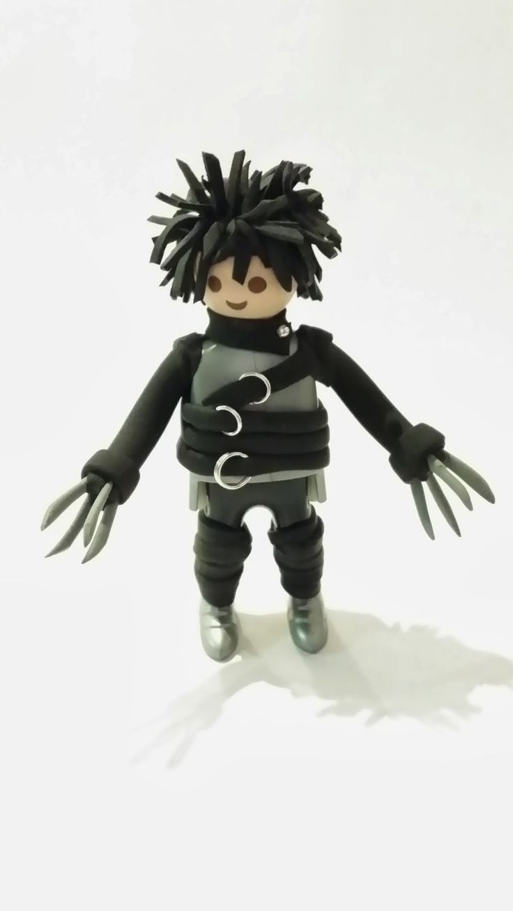 Custom Edward Scissor Hands by Playmolook. regardez un exemple de making-of http://studiocigale.fr/films/?catid=1&slg=making-of-publicite-institut-curie