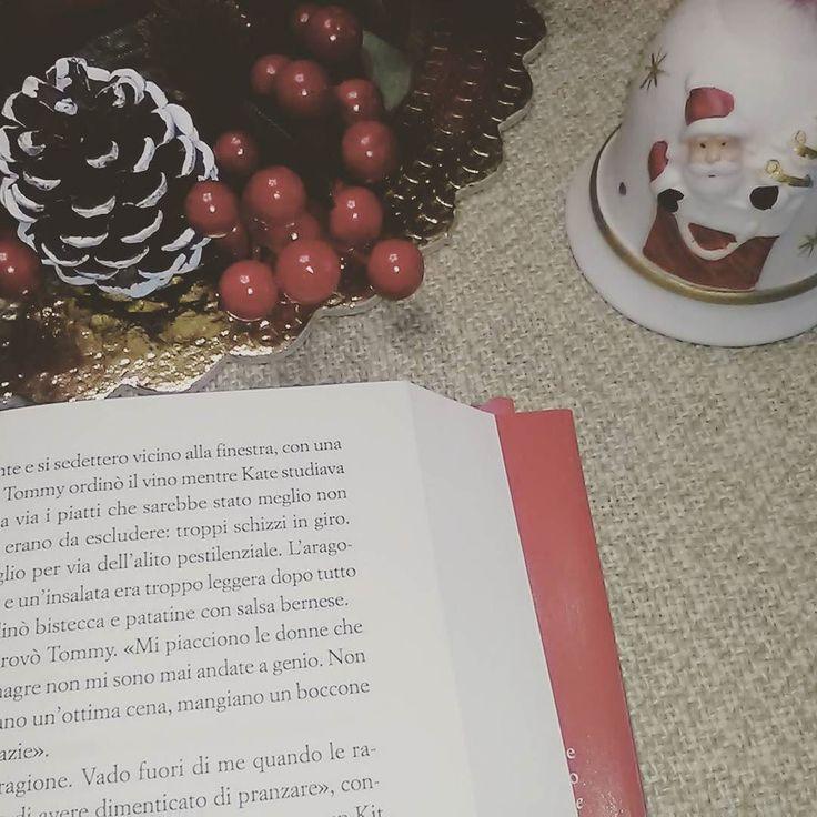 Ehm...ciao! Stiamo leggermente indietro con la #baulechristmaschallenge  (una novità eh) proviamo a recuperare qualche sfida questa è la 25 - atmosfera natalizia...ok Natale è andato ma non sono terminate le feste no?! Siamo ancora in tempo!!   #libri #leggere #lettura #libro #letteratura #romanzo #natale #amoleggere #babbonatale #natale2016 #libriovunque #books #book #bookstagram #instabook #booklover #bookworm #bibliophile #christmas #instalike #reading #instagood #instapic #bookblog…