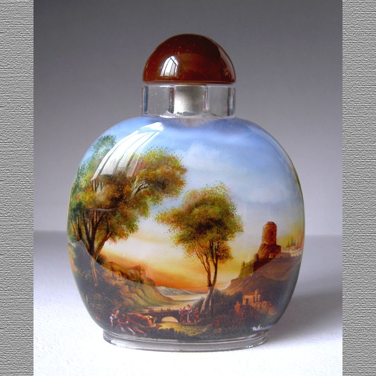 This snuff bottle is about scenery. Customization is available.
