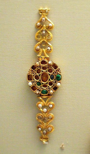 Roman blacelet British Museum Gold set with perals emeralds and sapphires 3c AD Tunis