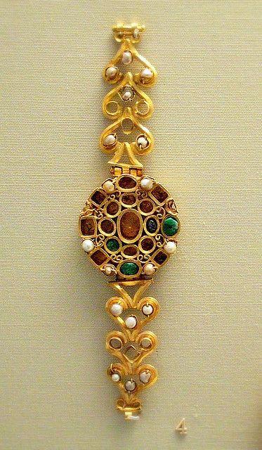 Roman bracelet, 3rd century AD, Tunis