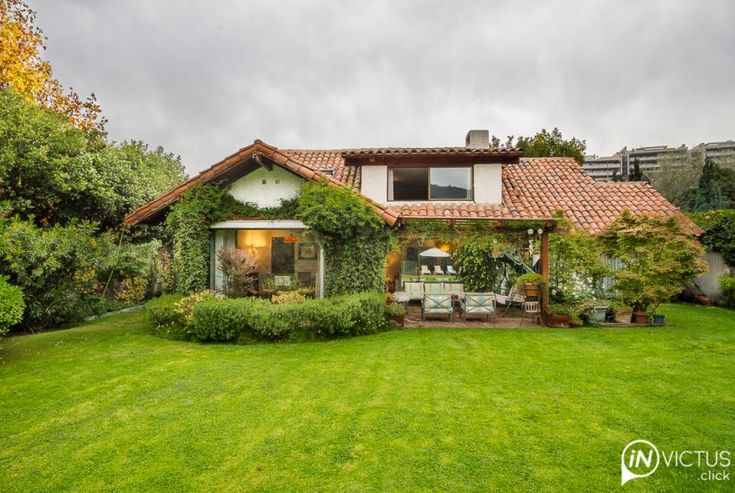 Una casa al estilo chilena. No dejes de disfrutar su increíble y muy verde…